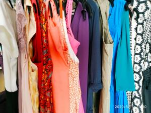 Robes couleurs boutiques